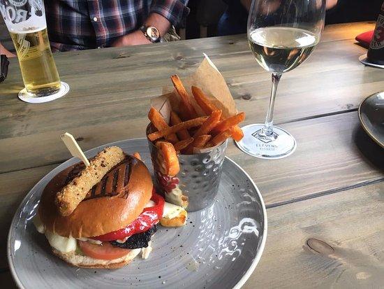 veggie-halloumi-burger